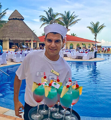 Special 4th of July Drinks at the Solaris Resorts in Cancun