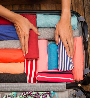 Rolling your clothes to pack them for your Vacations