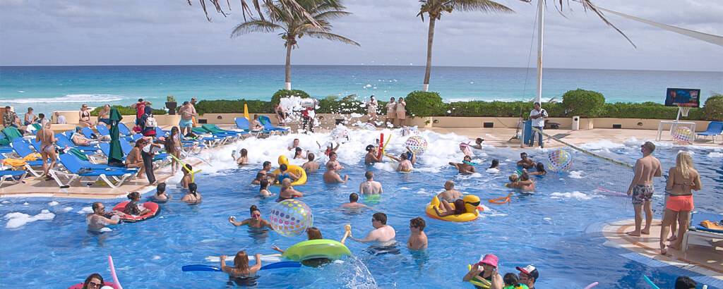 Activities at the Pool of the Solaris Resort in Cancun