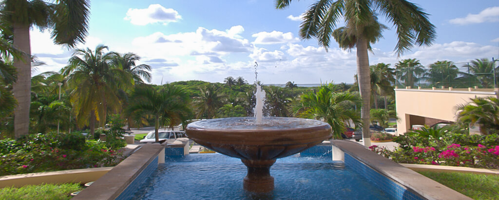 The Fountain at the Entrance of the solaris Resort in Cancun