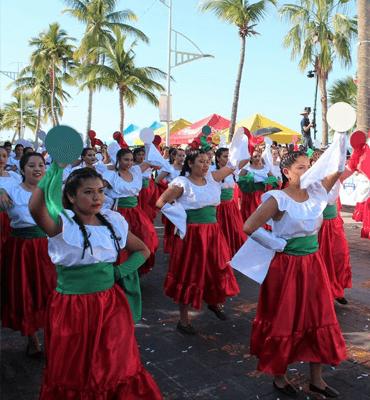 Desfile de la Revolucion Mexicana en Los Cabos