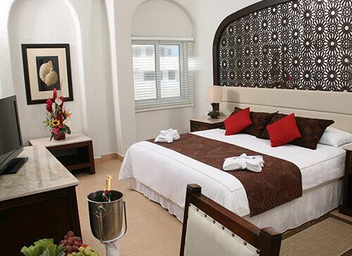 habitacion de lujo en el hotel gr caribe en cancun, todo incluido