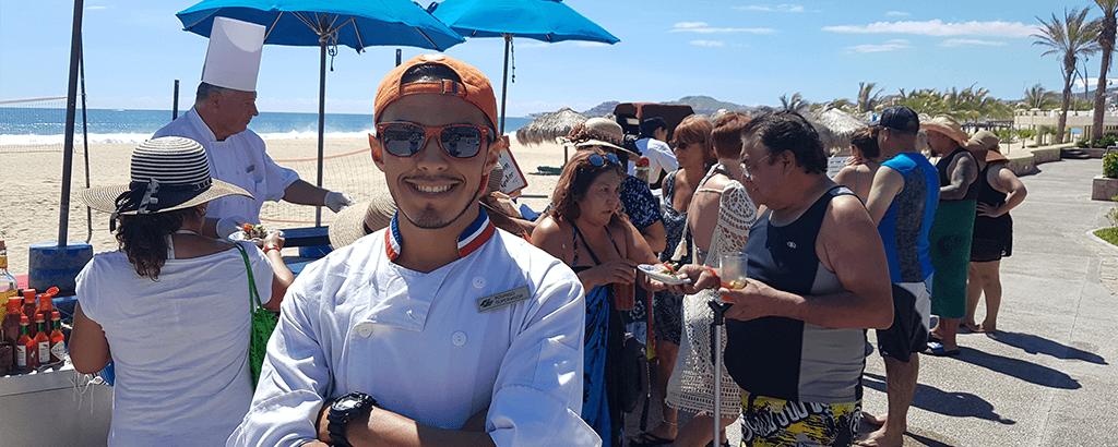 Paella y Ceviche preparado por los chefs de Royal Solaris Cabos