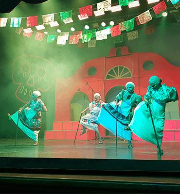 Baile de las Viejitas en el Show de Coco en Royal Solaris Los Cabos
