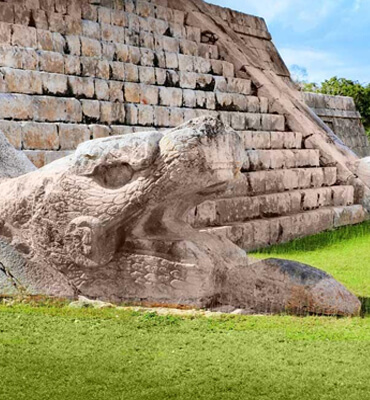 Las Esculturas Mayas en las Piramides de Cancún