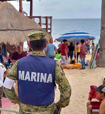 La Marina Cuidando a los turistas en las playas de Cancun