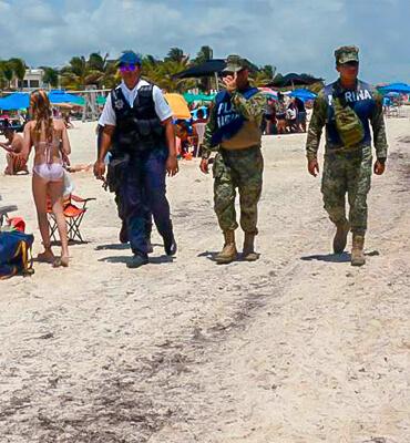 La Marina recorriendo las playas de Cancun