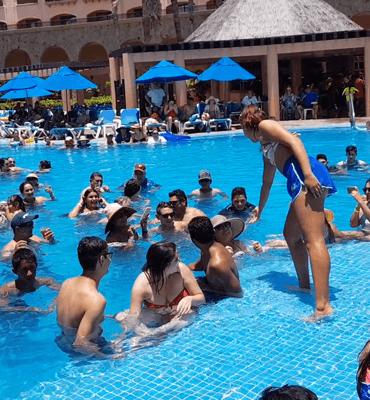 Adivinando La Cancion en el Hotel Solaris de Los Cabos