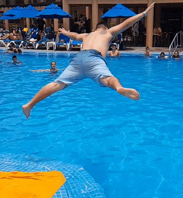 Concurso de Panzasos en el Hotel Solaris de Los Cabos