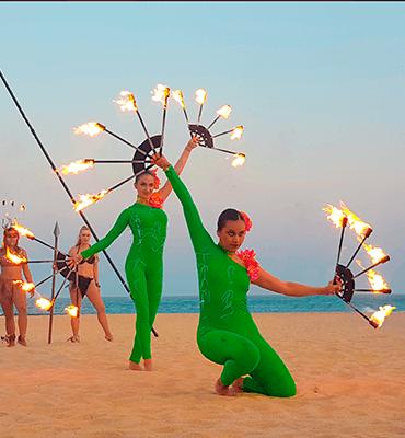 Show de Calafia en la playa de Los Cabos