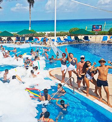 Fiesta de Espuma por el cumpleaños de Pancho Solaris en Cancún