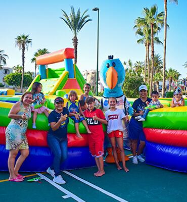 Celebrando el Cumpleaños de Pancho Solaris en Los Cabos con un Parque Inflable