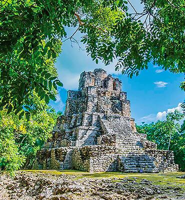 Templo Muyil en la reserva de Cancun