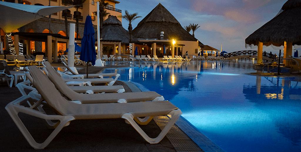 hotel-royal-solaris-los-cabos-durante-la-noche