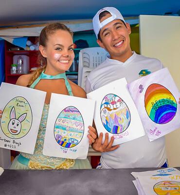 Decorando Huevos de Pascua en Los Cabos