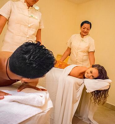 Disfrutando de un masaje en el Spa de Los Cabos