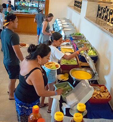 Barra de Comida en el Lobby de Los Cabos