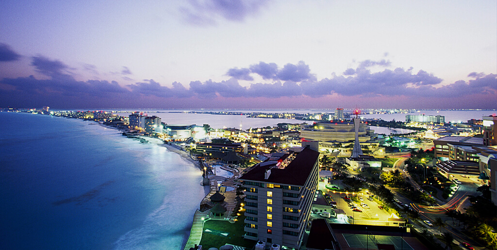 the-night-life-in-cancun
