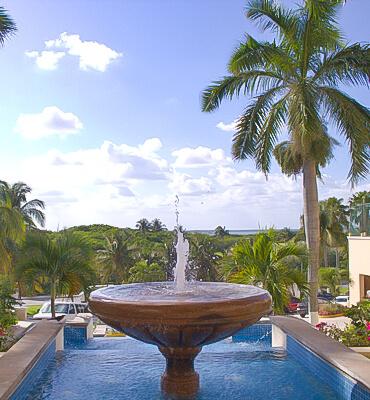 La Fuente frente al Hotel Solaris de Cancun