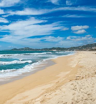 La playa frente al Hotel de la Familia Solaris en Los Cabos