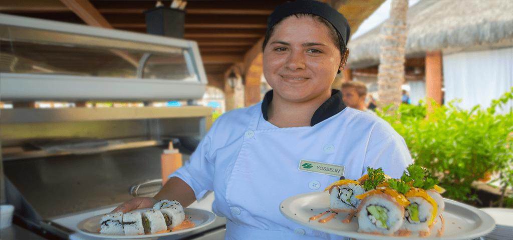 Sushi preparado por los Chefs de Roya Solaris Los Cabos