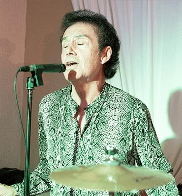 musica en vivo en Solaris cancun  cantante