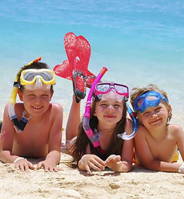 Niños disfrutando de Semana Santa en la Playa